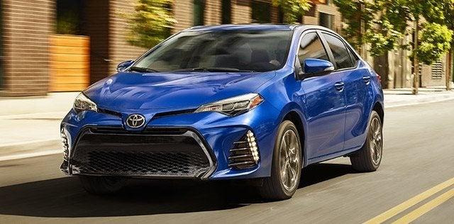 Toyota Corolla Vs Honda Civic >> Compare 2018 Toyota Corolla Vs Honda Civic Review Hodgkins Il